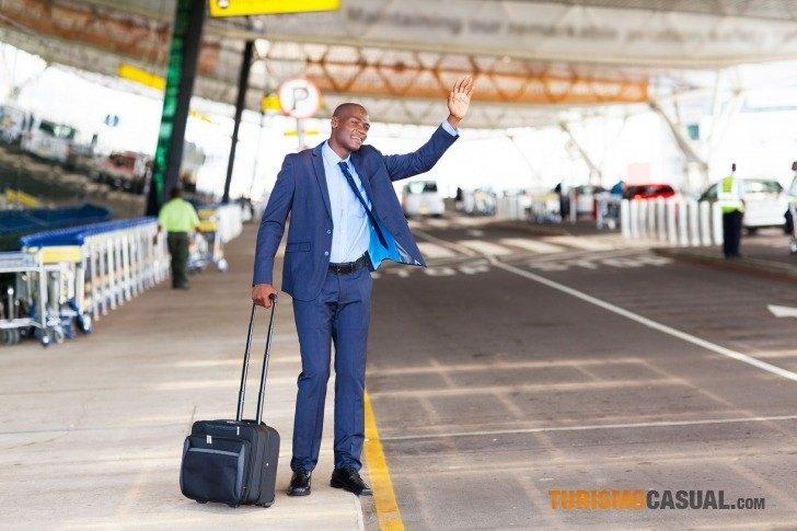 Ejecutiva De Viajar Personas En El Aeropuerto De: Qué Hacer En El Aeropuerto Durante Una Escala